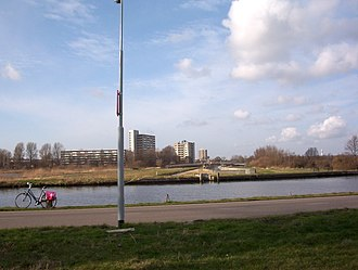 Ringvaart - Just north of geniedijk, view east of ringvaart aqueduct over Zuid Tangent bus line.