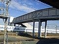 Araimachi station wicket connecting bridge over Tokaido Shinkansen.jpg