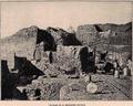 Arqueología en Cartago del Protectorado a la Primavera Árabe - Excavaciones de los Pères Blancs en la necrópolis - Se aprecian las vagonetas 'Decauville'.png