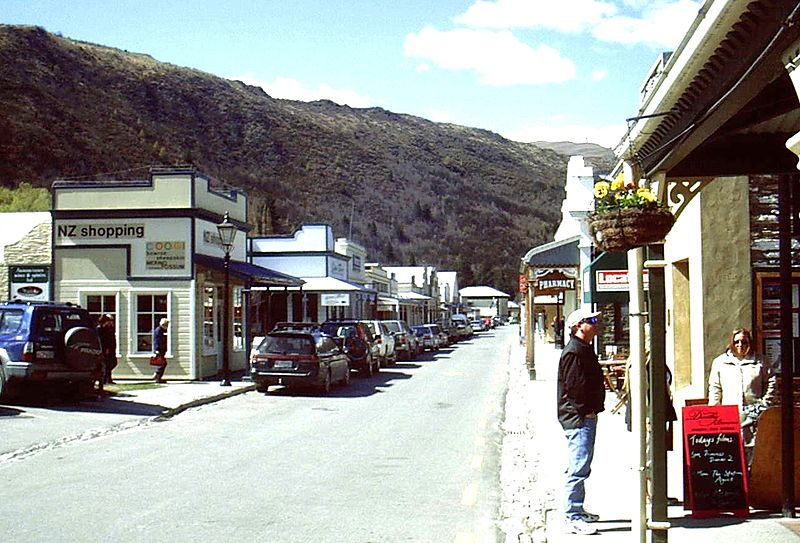 File:Arrowtown Main Street (6580983961).jpg