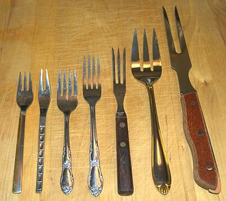 Fork - Assorted forks. From left to right: dessert fork; relish fork; salad fork; dinner fork; cold cuts fork; serving fork; carving fork