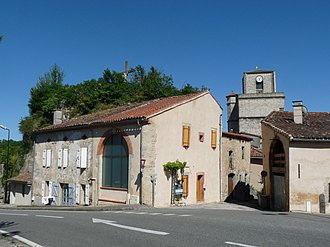 Auriac-sur-Vendinelle - The church and old chateau in Auriac-sur-Vendinelle