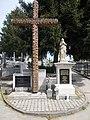 Az ország határain túl elhunyt testvéreinkért tábla és Mária szobor a Kálvária temető, 2018 Paks.jpg