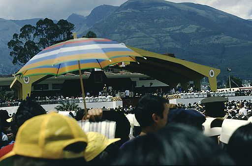 BX1 Ecuador 046 people at Papal mass, Quito, January 1985