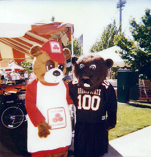 Benny Beaver - 1998 Season - Pregame outside Reser Stadium (Vince Ewert as Benny Beaver)
