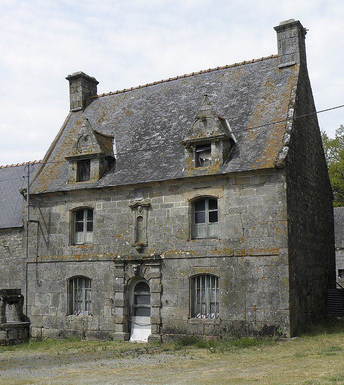 File bieuzy 56 vieille maison 02 jpg wikimedia commons - Maison traditionnelle de bretagne ...