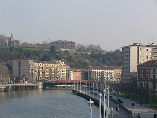 Bilbao Nervion view from Zubizuri bridge.jpg