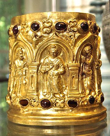 O caixão Bimaran, representando o Buda, é datado em torno 30-10 A.C.. Museu Britânico.