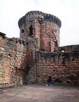 Bothwell Castle - Image: Bothwell castle 1997 c