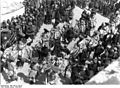 Bundesarchiv Bild 135-S-11-05-18, Tibetexpedition, Neujahrsfest Lhasa, Prozession.jpg