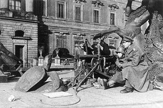 Skirmish of the Berlin Schloss - Machine gun position of the Volksmarinedivision in front of the Neptunbrunnen at the Stadtschloss, November 1918.