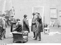 Bundesarchiv Bild 183-1986-0718-506, Berlin, Vorbereitung Sezession-Ausstellung.jpg