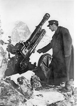 Німецький солдат біля 75 мм гірської