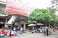 Các gian hàng ở cổng Chợ Thứa phía đường Vũ Giới, thị trấn Thứa, huyện Lương Tài, tỉnh Bắc Ninh.jpg