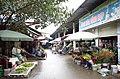 Các gian hàng hoa tươi, hoa quả bên trong Chợ Thứa, thị trấn Thứa, huyện Lương Tài, tỉnh Bắc Ninh.jpg