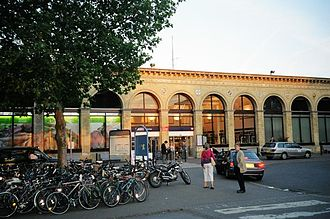 Cambridge railway station - Front entrance in 2004