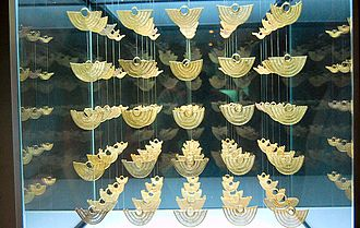 Museo del Oro museum, it contains an important collection of over 600 pieces, of gold and pottery, of the old Zenu indigenous culture Cartagena de Indias, museo del oro 1.jpg