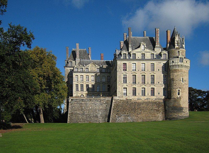 File:Castle Brissac 2007 01.jpg