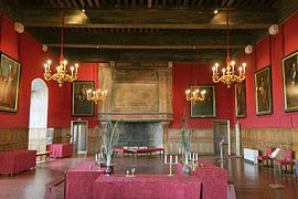 Castle sully france hall 1.jpg