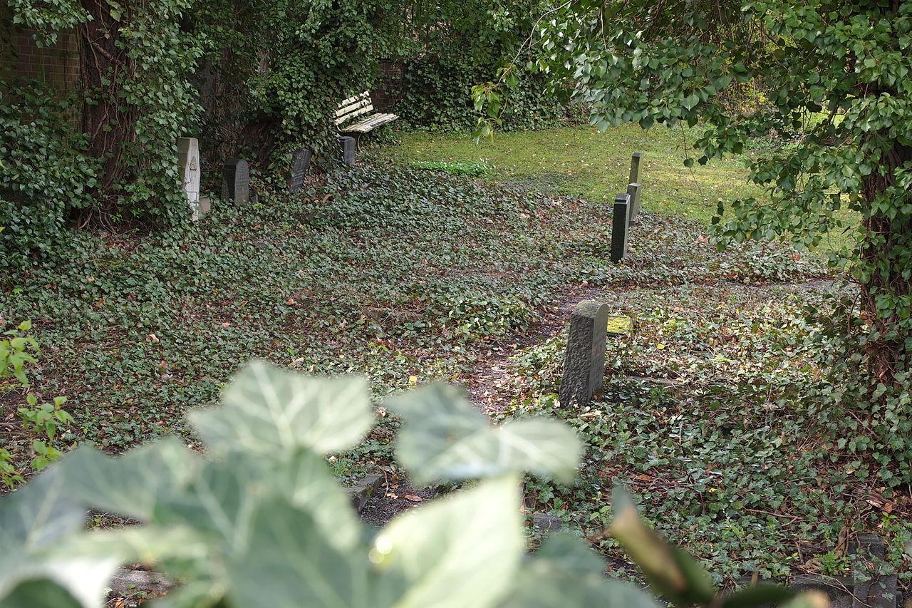 Castrop-Rauxel Jewish cemetery.jpg
