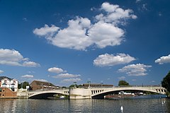 Caversham Bridge.jpg