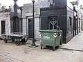 Cementerio de la Recoleta grave tools.jpg