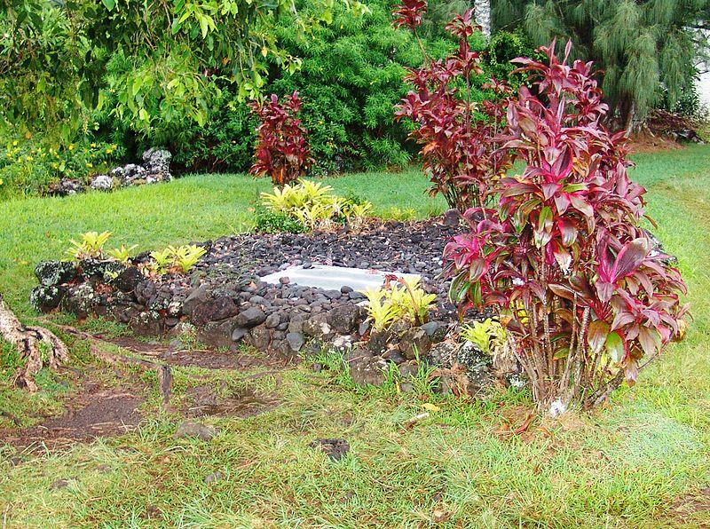 Image:Charles-lindberg-grave-overall.jpg