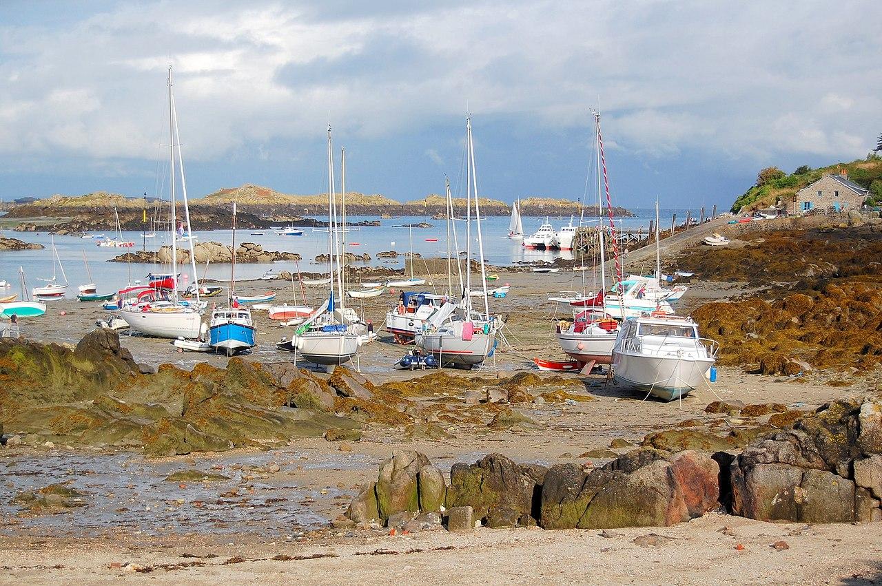 Voiliers à marée basse à Chausey (Basse-Normandie).  (définition réelle 3008×2000)