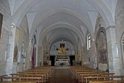 Interiore della chiesa dei Santi Pietro e Andrea, Trequanda