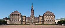 external image 220px-Christiansborg_Slot_Copenhagen_2014_01.jpg