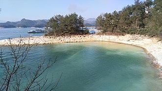 Chun'an County - Qiandao Lake shore in Chun'an
