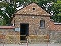 Cmentarz rzymsko-katolicki (1805r.,1897r.) Stóżówka (1909r.) (fot. 2) - Biała Podlaska ul.Janowska-Nowa woj. lubelskie ArPiCh A-63.JPG
