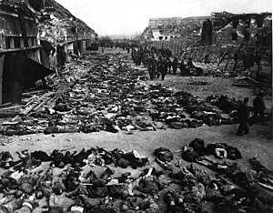 Corpses in the courtyard of Nordhausen concentration camp.jpg