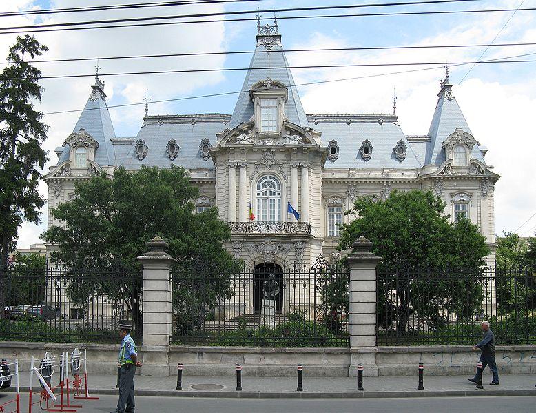 http://upload.wikimedia.org/wikipedia/commons/thumb/7/7c/Craiova_Muzeul_de_art%C4%83.jpg/778px-Craiova_Muzeul_de_art%C4%83.jpg