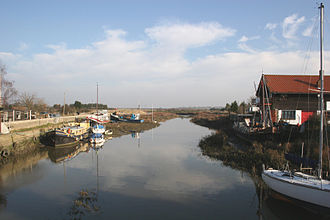 River Crouch - Image: Crouch battlesbridge