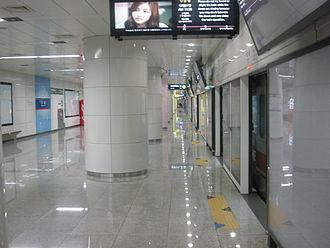 Shinbundang Line - Gangnam Station platform