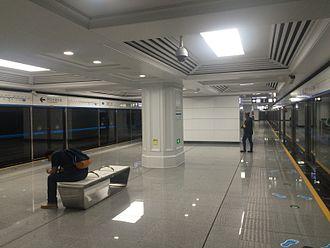 Dalian Metro - Metro platform of Line 2