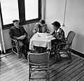 De heer Van Dijk met twee vrouwen aan boord van het schip op weg naar Suriname. , Bestanddeelnr 252-2100.jpg