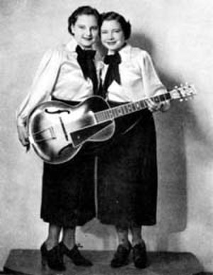 Yodeling - Caroline (l) and Mary Jane Dezurik