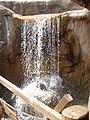 Dinópolis. Cascada de cartón piedra.jpg