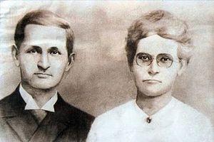 Ola Hanson - Dr. Ola Hanson and his wife c. 1900