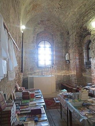 Dranda Cathedral - Image: Dranda Cathedral interior with font