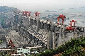 La Diga delle Tre Gole in Cina è la più grande centrale idroelettrica al mondo. L'energia idroelettrica, con un EROI ben superiore a 50, è fra le più convenienti energeticamente.
