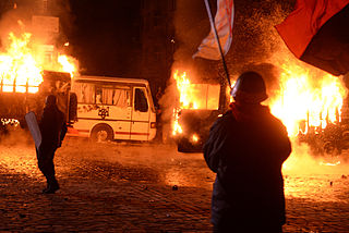 Dynamivska str barricades on fire. Euromaidan Protests. Events of Jan 19, 2014-2.jpg