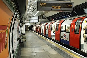 Elephant & Castle tube station - A Northern line train at the southbound platform looking south.