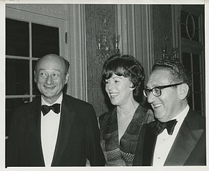 Bess Myerson - Myerson with Ed Koch and Henry Kissinger (1977)