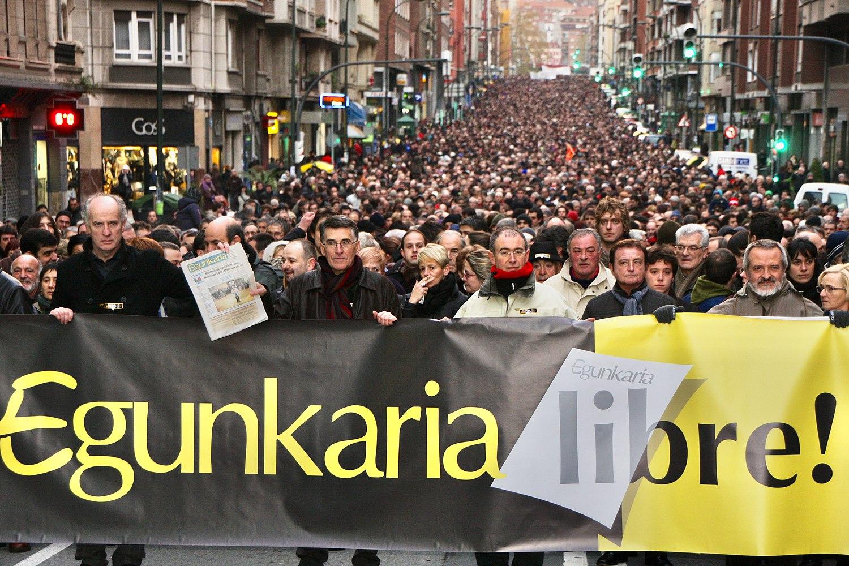 Egunkariaren aldeko manifestazioa Bilbon 2009-12-19.jpg
