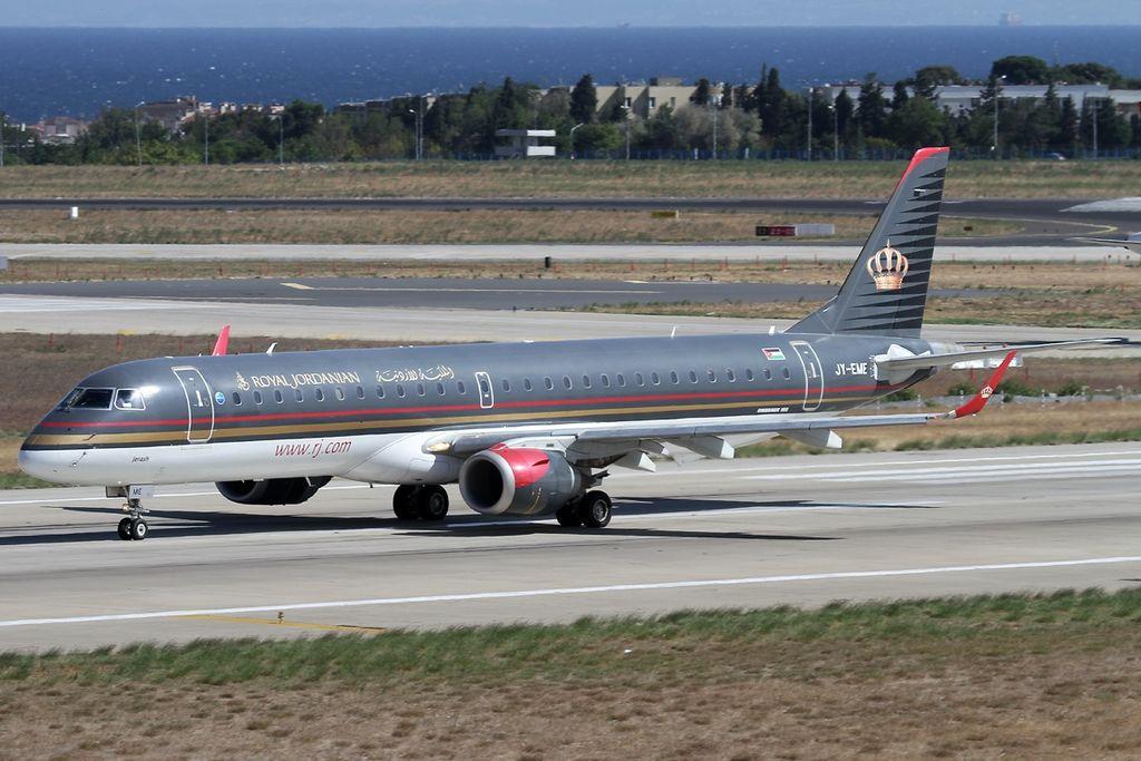 Embraer 190-200LR, Royal Jordanian JP7454277