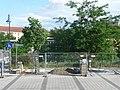 Es fehlt die Brücke (ca. Bildmitte) für die Fahrradfahrer über den S-Bahnhof (Die Gleise verlaufen im Bild nicht sichtbar quer zur Blickrichtung unterhalb der Böschung) - panoramio.jpg