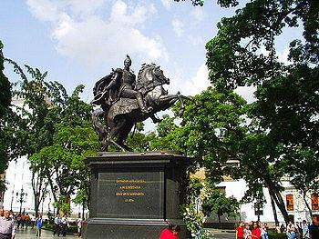 EstatuaDelLibertadorEnLaPlazaBolivar2004-6